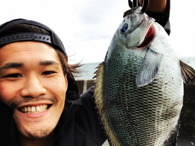 東京の海釣りで初めて大物を釣った写真