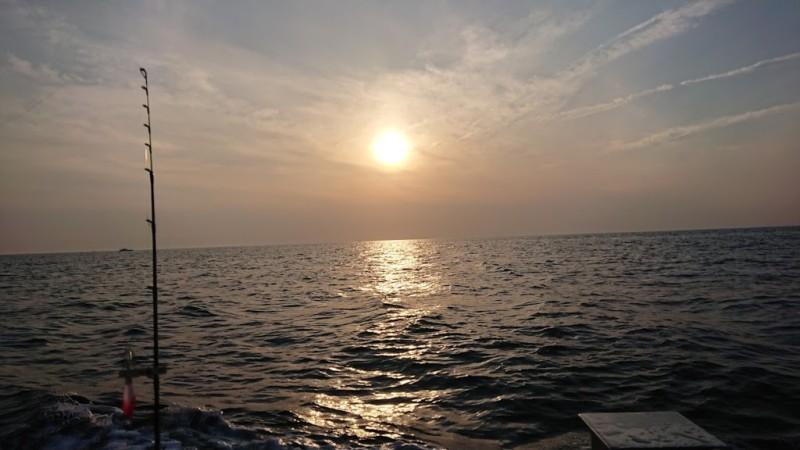 イカメタル船から見る夕陽