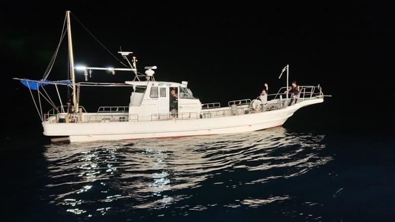 福井県のイカ釣り船の例
