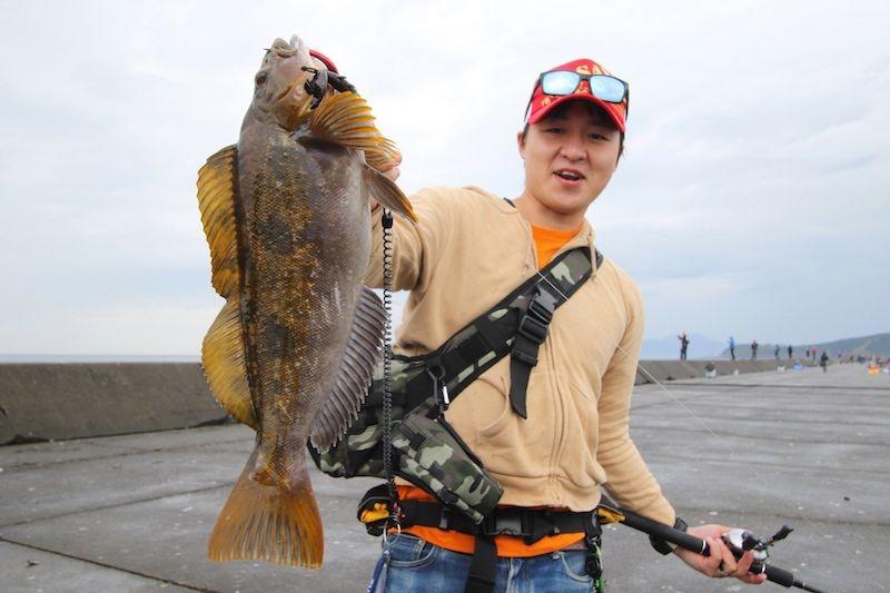 ロックフィッシュを釣る嶋田さん