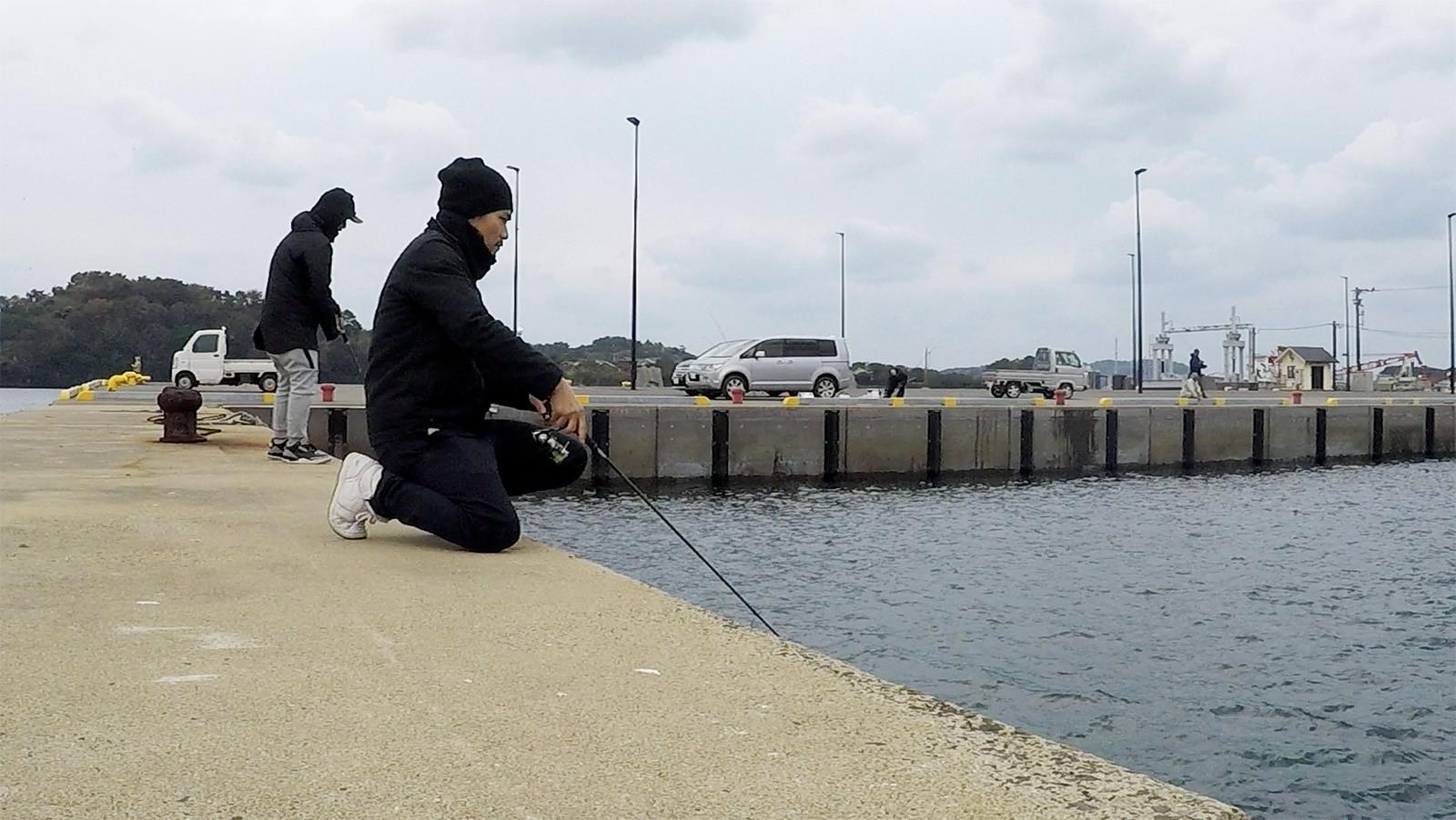 カマスを釣る際の低姿勢スタイル