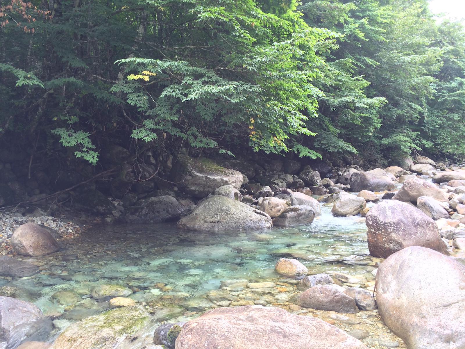 山岳渓流のプール