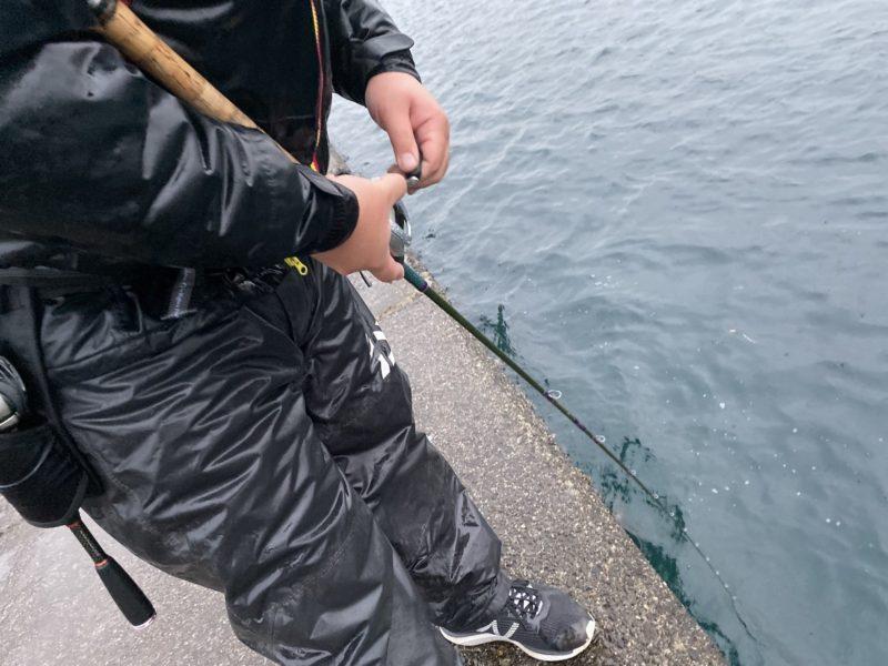 壁際を釣る玉川さん