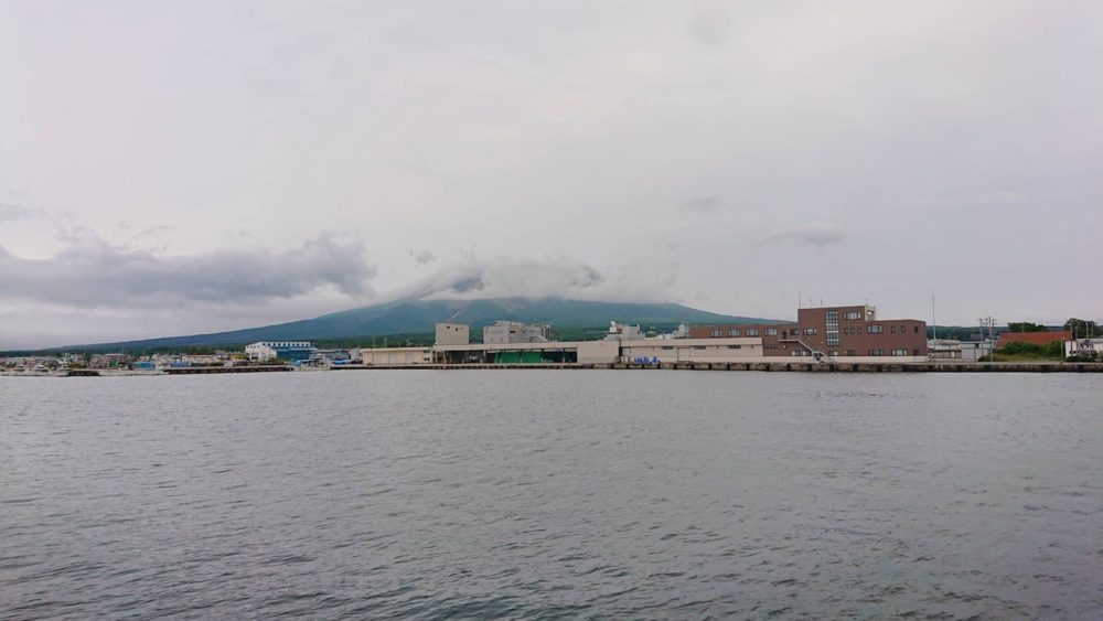 森漁港の防波堤先端